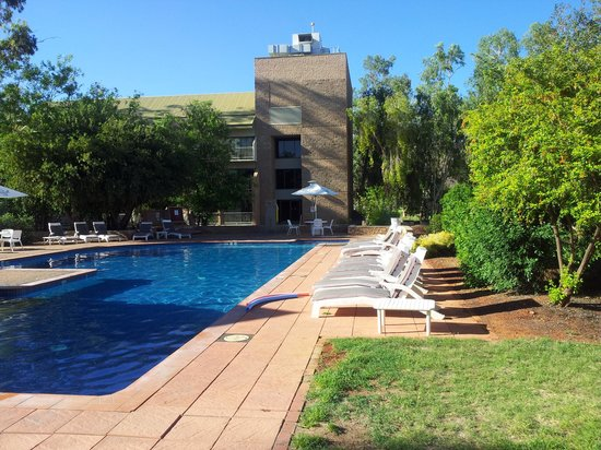 DoubleTree by Hilton Hotel Alice Springs: piscina