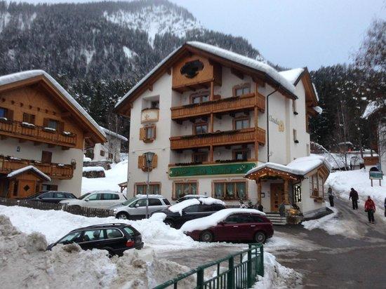 Piccolo Hotel Claudia: Vista hotel lato valle