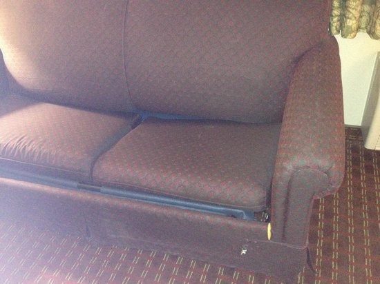 Ramada Limited Redding : Broken sofa in room 317!  I got moved to 314 and it's couch was same!