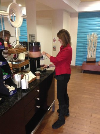 SpringHill Suites Williamsburg: free coffee and tea all the time!