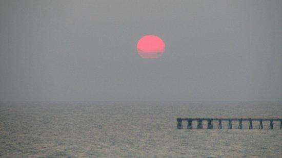 Long Beach Resort : Gorgeous Sunsets!