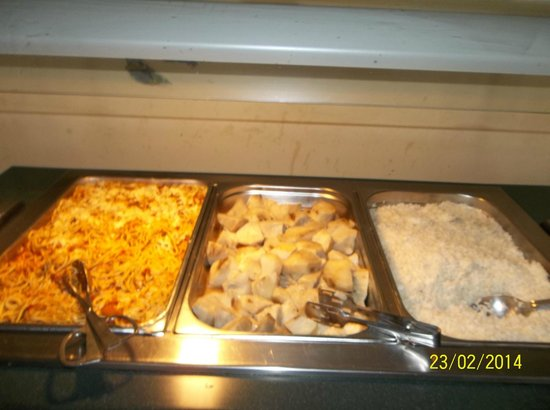 Hotel Oasis: Buffet hot dish selections