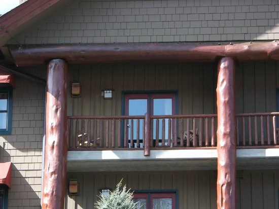 Bearskin Lodge on the River Hotel: Our balcony