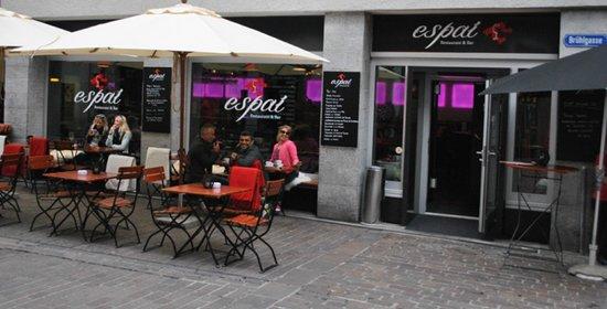 Espai Restaurant & Bar: Aussenansicht mit Terrasse