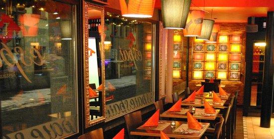 Espai Restaurant & Bar : Kleine Tische
