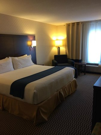 Holiday Inn Express Toronto - Markham : Room #711