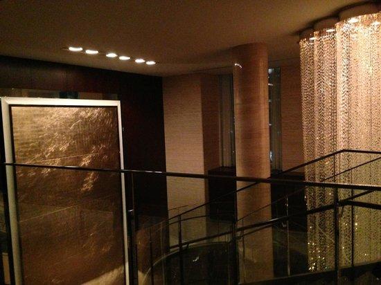 Shangri-La Hotel, Tokyo: Stairs