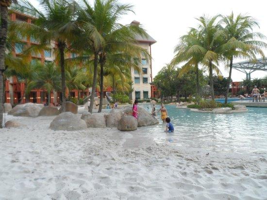 Hard Rock Hotel Singapore: The children's pool area