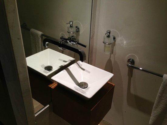 Park Hyatt Abu Dhabi Hotel & Villas: Sink