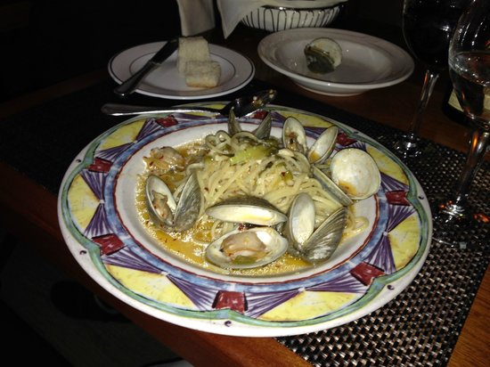 Dolce Vita : Clams in a spicy white sauce