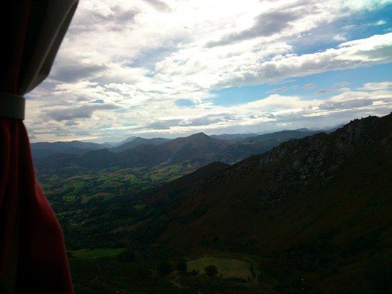 Le Train de la Rhune: Vistas desde el tren hacia el interior de los pirineos