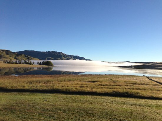 Himeville, South Africa: Lake and mountains Sani Pass