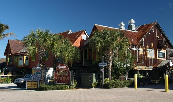 Sculley's Boardwalk Grille: Sculley's from the street