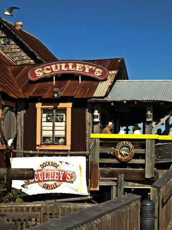 Sculley's Boardwalk Grille: Sculley's entrance and deck