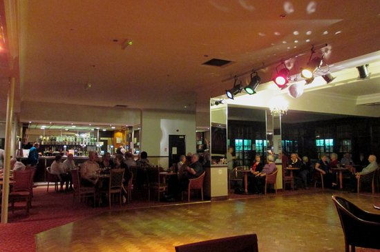 Bay Broadway Park Hotel: The Ballroom - evening entertainment space