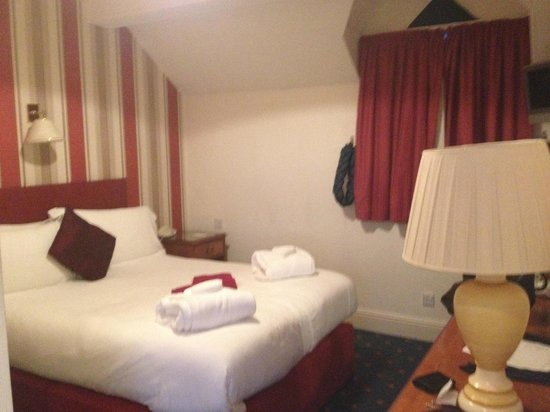 Craig Manor Hotel: Lovely Comfy Bed, with our Complimentary Bath Robes