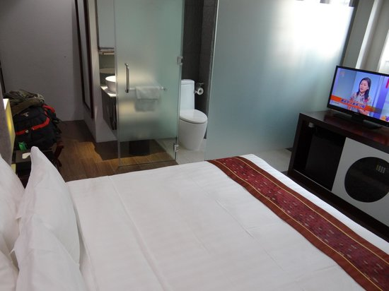 Bliss Hotel Singapore: Room
