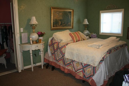 The Country Lodge at Sabbath Song Farm: Bedroom we Stayed