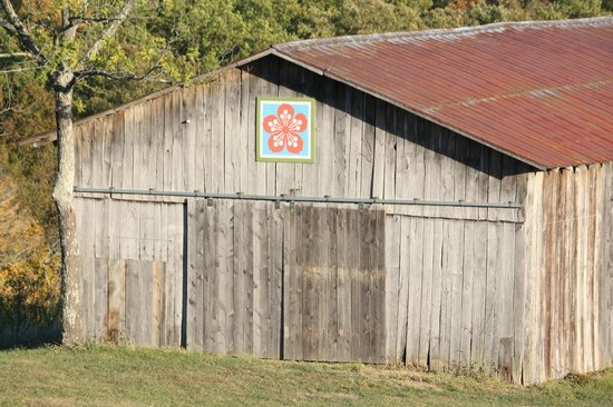 The Country Lodge at Sabbath Song Farm: Barn on Property