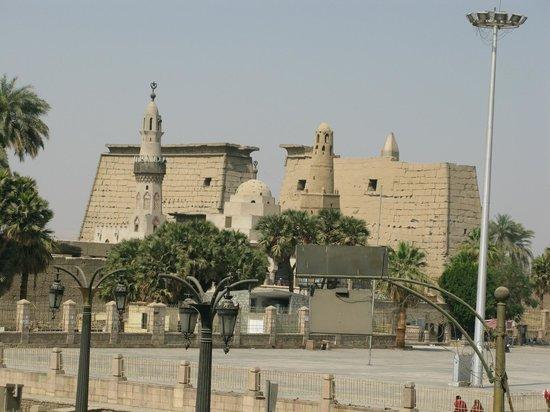 Ali Baba Restaurant: Blick auf den Luxor-Tempel