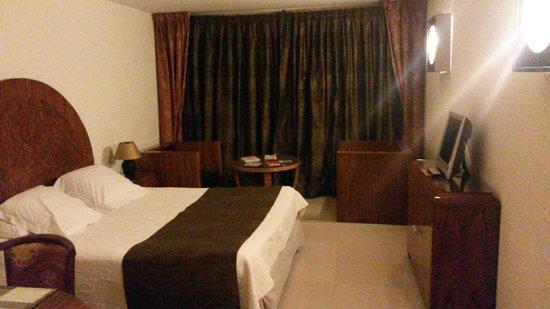 L'Auberge Hotel : grande chambre