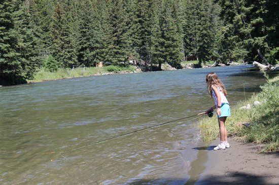 Montana Whitewater Raft Company : My daughter casting into the Gallatin River