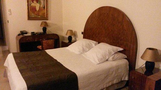 L'Auberge Hotel : lit