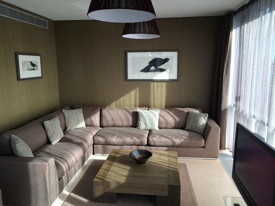 Living room 1 bed suite 605 incl bird art on the wall picture of radisson blu royal hotel for The living room dublin tripadvisor