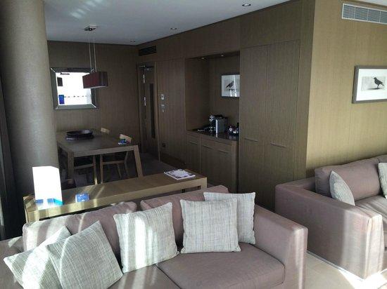 Radisson Blu Royal Hotel, Dublin : Living Room / 1-bed suite 605