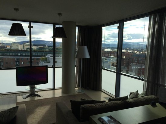Radisson Blu Royal Hotel, Dublin: Living Room / 1-bed suite 605