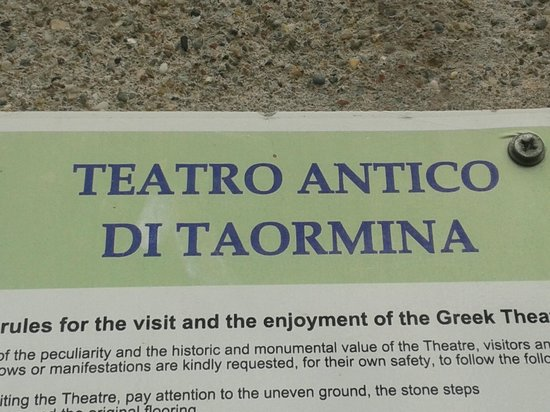 Ancient Theatre of Taormina : au moins avec la petite légende c'est clair on s'est pas trompés de monument