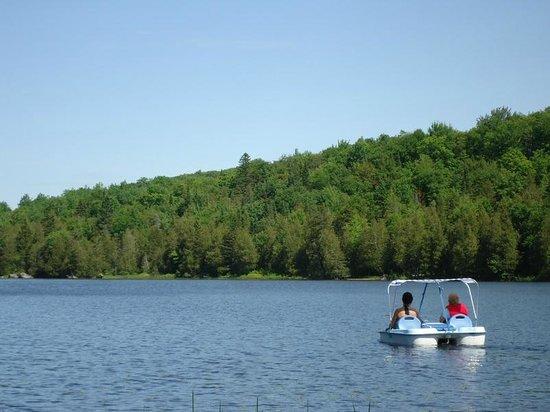 Entrelacs, Kanada: Promenade sur le lac