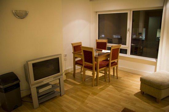Marlin Apartments - Empire Square: Salone