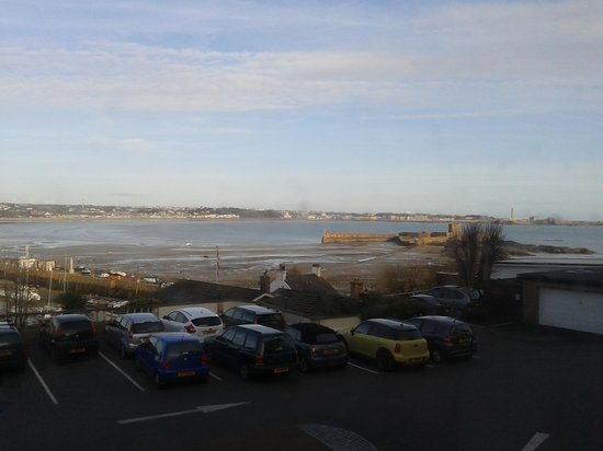 Somerville Hotel: The view from room 96 - Quite and very nice!