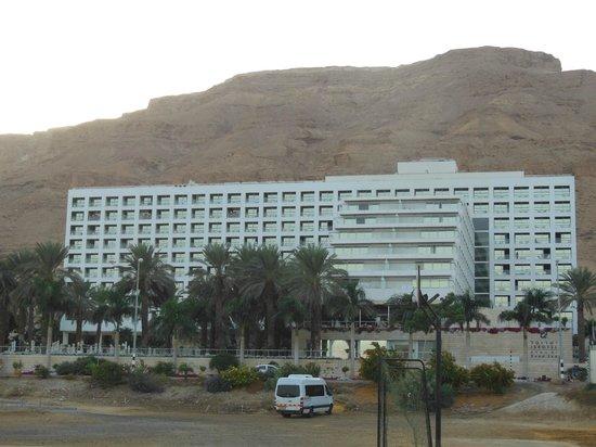 Isrotel Dead Sea Hotel & Spa: l'hotel vue de la mer