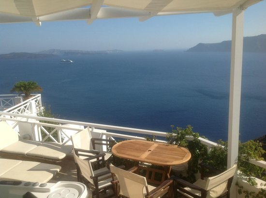 Alexander's Boutique Hotel of Oia: Our cozy private terrace
