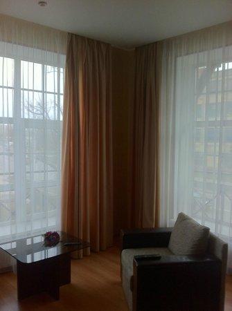 Park Hotel: les grandes fenêtres de la chambre !