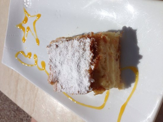 Cappuccino Grand Cafe: Seriously yummy cake!