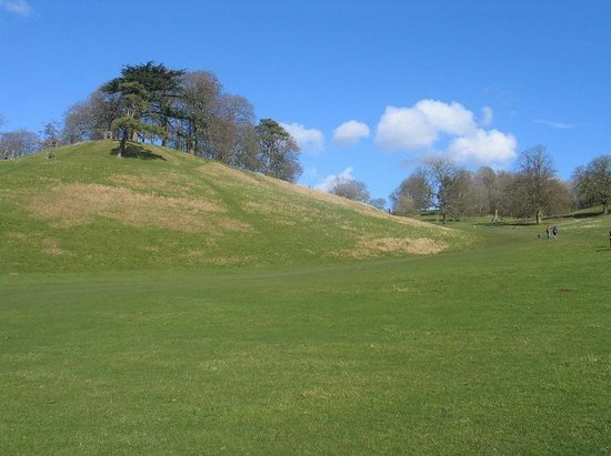 Strolling in the sunshine at Dyrham Park