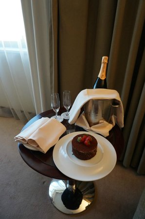 InterContinental Lisbon: Complimentary room service on my birthday.