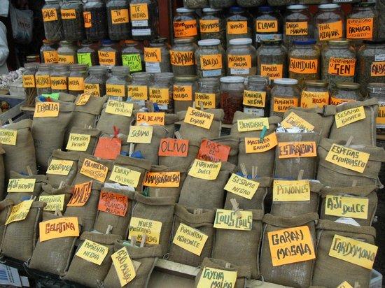 Mercado de Abastos de Santiago: spices galore