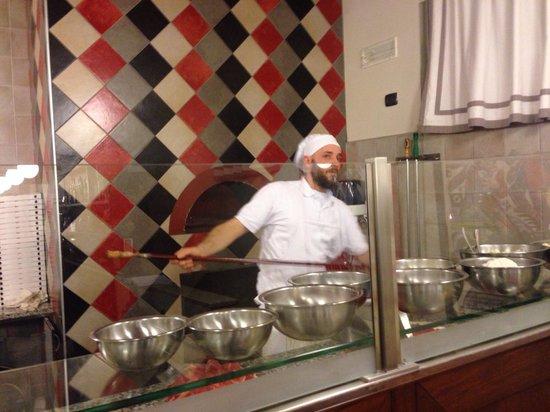 Trattoria pizzeria al Senato: Il pizzaiolo ....