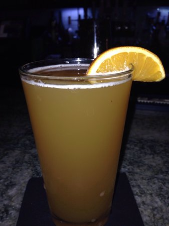 Molly Maguires Irish Pub and Restaurant: Superb!!!! Bluemoon with slice of Orange