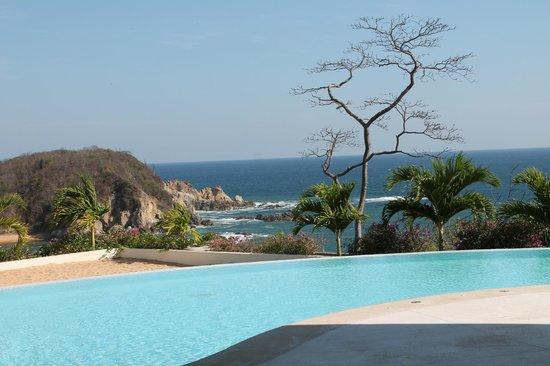 Secrets Huatulco Resort & Spa : view from spa pool