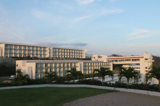 Secrets Huatulco Resort & Spa: view of rooms (block 500 front) (block 300 behind block 500)
