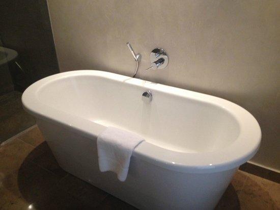 the g Hotel & Spa Galway: Amazing deep bath