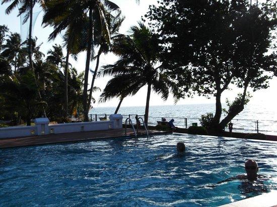 Abad Whispering Palms Lake Resort: Pool