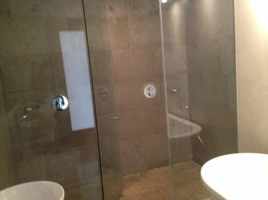 the g Hotel & Spa Galway: Double shower - best ever!