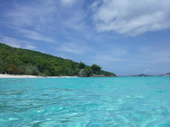 Honeymoon Beach: Calm water, great for snorkeling and paddle boarding