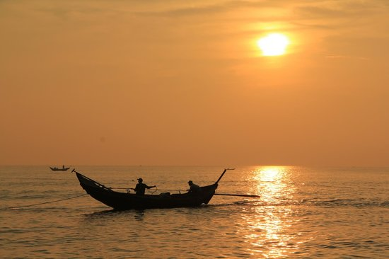 Ana Mandara Hue Beach Resort: Early morning fishing